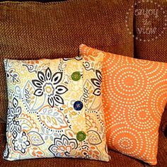 easy DIY pillow covers Super easy - even for an only straight line sewer like me!