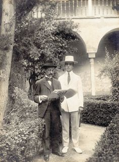 Manuel de Falla con Léonide Massine en la Alhambra de Granada. Junio de 1916.