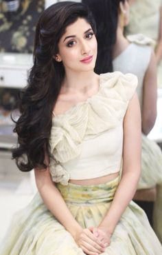 """Stunning Pakistani actress Mawra Hocane looking ethereal in Elan for her appearance at a talk show. I love that she kept the whole look youthful and appropriate for her age; neutral makeup, flirty and feminine skirt, soft wavy. Pakistani Models, Pakistani Actress, Pakistani Dresses, Bollywood Wallpaper, Stylish Girl, Beautiful Actresses, Indian Beauty, Indian Actresses, Videos"