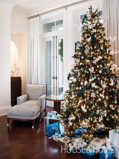 A classic pairing of snowy whites and icy blues matches this Christmas tree to the cool interior of its Vancouver abode. | Photographer: Kim Christie | Designer: David Zacharko Architect