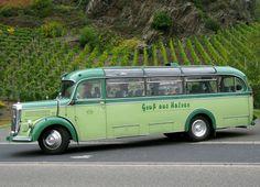 Reisebus Daimler Benz O 3500 von Karl Ulrich Turck in Alken. Der Bus mit 29 Sitzplätzen war von 1953 bis 1962 als Linien- und Reisebus beim Kraftwagenbetrieb Wetterau im Einsatz, anschließend bis 1980 als Fahrschulfahrzeug in Bad Nauheim. (18. Oktober 2015)