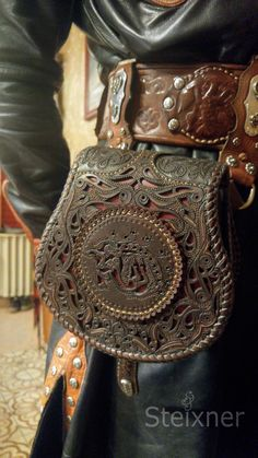 Farkas - Handmade, Engraved Leather Belt-bag, Leather Fanny Bag, Leather Belt Pack, Personalized Leather Bag Source by steixnerleatherart Bags for work Leather Armor, Leather Belt Bag, Leather Tooling, Leather Purses, Balenciaga, Accesorios Casual, Louis Vuitton, Leather Carving, Leather Pattern
