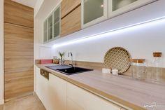 MyHomeDesign a fait de ce 3 pièces en VEFA un appartement chic et chaleureux. Matériaux choisis : cuir, pierre, feutre et coloris doux et intemporels. Decor, Kitchen Interior, Interior, Apartment Interior, Kitchen Cabinets, Deco, Home Decor, Kitchen, Appartment Decor