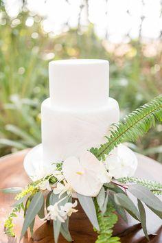 Tropical white wedding cake || anna + mateo and victoria zoch || costa rica wedding