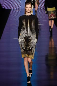 Etro Fall 2013: Beautimus. A little knee is fab when they give us a sleeve.
