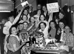 After Signing The Munich Pact September 30, 1938 To Guarantee Peace In Europe Despite The German Invasion Of Czechoslovakia, Seamstresses In Paris, The 'Midinettes' Joyously Celebrating The News With Pictures Of Daladier, Chairman And French Chamberlain British Prime Minister. (Photo by Keystone-France/Gamma-Keystone via Getty Images)