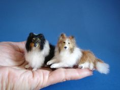 Needle felted collie and shetland sheepdog. Fuzzy Felt, Wool Felt, Needle Felted Animals, Felt Animals, Needle Felting Tutorials, Felt Dogs, Dog Items, Felt Hearts, Wet Felting