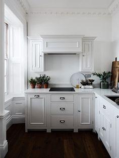 Small kitchen design ideas and inspiration Open Plan Kitchen Dining, Rustic Kitchen, Country Kitchen, Kitchen Decor, Kitchen Ideas, Chichester, Neptune Kitchen, English Kitchens, Bespoke Kitchens