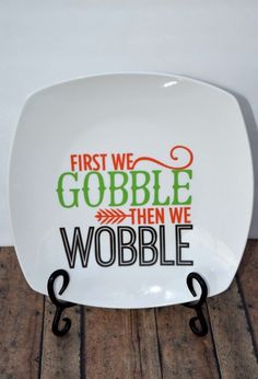 Thanksgiving Turkey Plate made with a Silhouette and Vinyl #Thanksgiving #DIY #crafts