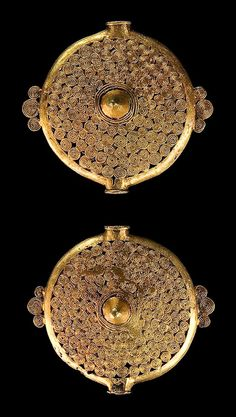 Africa | Chest ornaments from the Ashanti people of Ghana | Gilded brass | Both discs were affixed by fourfold necklace with brass chain links and a threefold necklace with 18 to 19 glass beads. Very rarely both discs are preserved. |