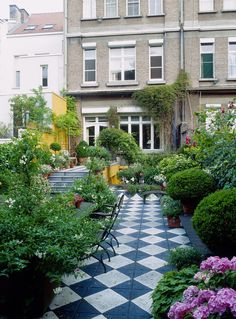 Garden design ideas for schools checkered tiles in patio long and narrow garden garden design ideas . garden design ideas for schools Small City Garden, Narrow Garden, Backyard Landscaping, Landscaping Ideas, Porches, Olive Garden, Sloped Garden, Meteor Garden 2018, Side Yards