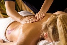 imgae discribe massage by a massage therapist. under post how to be a massage therapist