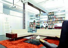 Loft en NYc: diseñado por el estudio Slade Architecture, es un espacio de 300 m2 de un antiguo edificio industrial del siglo XIX.  Los grandes ventana,,,