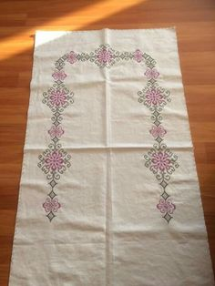 This Pin was discovered by Bet Stitch 2, Cross Stitch, Prayer Rug, Pillow Covers, Diy And Crafts, Prayers, Embroidery, Pillows, Rugs
