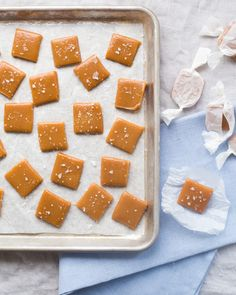 Soft, chewy, and ready in 6 minutes. What's not to love about these microwave caramels? Enjoy these as a quick snack or wrap them in parchment paper for a perfect Halloween gift. What you need ½ cup g) Redpath® Granulated Sugar ½ cup g). Fun Easy Recipes, My Recipes, Baking Recipes, Holiday Recipes, Recipies, Bonbon Caramel, Caramel Mou, Microwave Caramels, Microwave Recipes