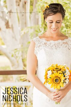 Wedding Photography / Kilcoy Homestead / Sunflower bouquet / Jessica Nichols Photography