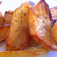 Adorable Crispiest Greek Lemon Potatoes recipe, the perfect side for the perfect Christmas dinner! The post Traditional Crispiest Greek Lemon Potatoes Recipe (Patates Lemonates) appeared first on Sweet Recipes . Potato Dishes, Potato Recipes, Veggie Recipes, Vegetarian Recipes, Cooking Recipes, Healthy Recipes, Lemon Recipes, Greek Food Recipes, Budget Cooking
