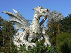 A dragon made from recycled waste  Dragon recyclé - Jardin des Plantes (Paris). Paris, Ile-de-France, France
