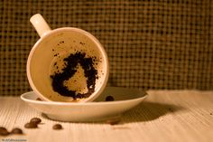 La lectura de los posos del café constituye uno de los métodos adivinatorios más antiguos de los que se tiene referencia; es el arte encargado de analizar todo lo relativo al café, que, junto con la lectura del té conforman lo que se conoce como taseografía. Según los más versados en el tema,...