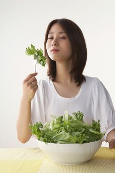 Is There an Ideal IBS Diet?  Although stress can be a major factor in irritable bowel syndrome (IBS), certain diets may relieve or aggravate IBS symptoms. There is, however, no standard IBS diet; healthcare practitioners offer a wide variety of food recommendations,  http://www.acupuncturemoxibustion.com/conditions/irritable-bowel-syndrome-ibs/ibs-diet/
