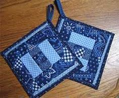 Idea for quilted potholders using a towel for batting and a foldover backing Potholder Patterns, Mug Rug Patterns, Sewing Patterns Free, Quilt Patterns, Quilting Tips, Quilting Designs, Fabric Christmas Ornaments, Quilted Potholders, Fabric Bowls