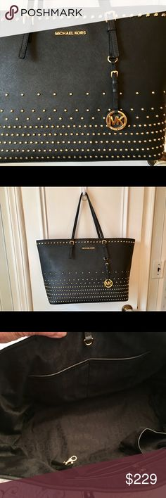 """🎉PRISTINE MICHAEL KORS JET SET STUDDED LARGE TOTE """"LIKE NEW"""" MK COVETED JET SET STUDDED TRAVEL/Shopping TOTE 👜- EXCELLENT condition- too big for me to carry- my loss your gain👍! Measurements are: H- 12"""", W- 14"""", D-7"""", strap length-21"""", strap drop-10"""". SAFFIANO leather, buckled shoulder strap, gold snap closure, lined interior zipper pocket and 4 slip pockets. GOLD studded gradient pattern. Smoke free home- PRICED TO SELL QUICKLY 🎉🎊👍 Michael Kors Bags Totes"""