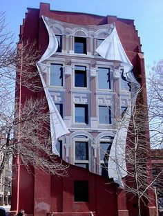 This is the back side of the Flatiron building in Toronto, Canada. The mural was done by Derek Besant and installed in The building . Murals Street Art, 3d Street Art, Banksy, Graffiti Artwork, Flatiron Building, Building Art, Unusual Art, Illusion Art, Chalk Art