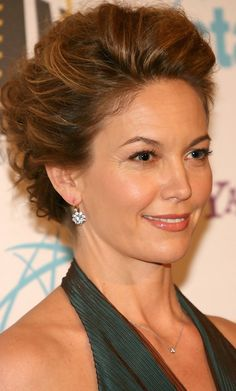 Diane Lane Photos - Actress Diane Lane arrives at The Hollywood Film Festival Annual Hollywood Awards Gala Ceremony at the Beverly Hilton Hotel October 2006 in Beverly Hills, California. Beautiful Celebrities, Beautiful Actresses, Beautiful Women, Diane Lane Actress, Hollywood Film Festival, Divas, Female Actresses, Thing 1, Medium Hair Styles