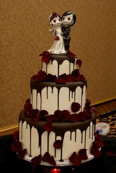 68 best halloween wedding cakes images on Pinterest | Halloween ...