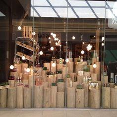 37 Trendy Ideas For Jewerly Shop Window Store Fronts Visual Merchandising Shop Interior Design, Retail Design, Vitrine Design, Decoration Vitrine, Store Window Displays, Retail Displays, Window Display Design, Wood Display, Display Shelves