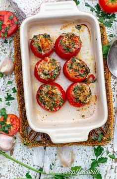 Fyllda tomater Provencale med ströbröd, persilja, olivolja och vitlök bakade i ugnen. Ett gott grönsakstillbehör. Easy Meals For Kids, Kids Meals, Canapes, Canning Recipes, Healthy Snacks, Vegetarian Recipes, Brunch, Veggies, Food And Drink