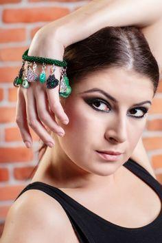 Beata Dobosz finalistka The Voice of Poland w szmaragdowym cudzie:) Poland, Charms, Bracelets, Earrings, Accessories, Jewelry, Charm Bracelets, Ear Rings, Jewellery Making