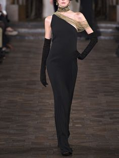 Ralph Lauren Fall 2013 rtw- beautiful shape, love the gold and long gloves