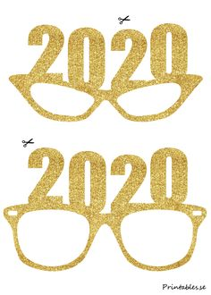 Photo booth props: Golden New Years Eve glasses for 2019 4th Of July Photos, New Year Photos, Diy Fotokabine, Photo Boots, Diy Photo Booth Props, New Year's Eve 2020, Christmas Photo Booth, Nouvel An, Party Props