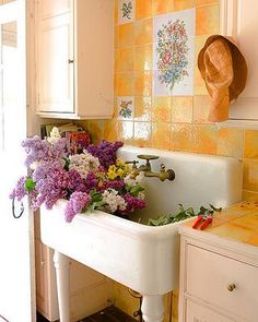 I'm thinking we'll put in a utility sink in the laundry room which might double as a gardening/potting area. Or maybe one outdoors? The flowers in the sink make me smile. Cozy Cottage, Cottage Style, Cottage Living, Yellow Cottage, Modern Cottage, Cottage Farmhouse, Laundry Room Sink, Laundry Rooms, Laundry Area