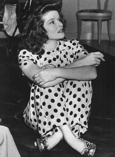 Katharine Hepburn may be best remembered for her record-setting Oscar wins, but Kate was also known to make the best brownies in Hollywood. Golden Age Of Hollywood, Vintage Hollywood, Hollywood Glamour, Hollywood Stars, Classic Hollywood, Katharine Hepburn, Lindy Hop, Living Puppets, Divas