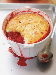Pouding aux quatre fruits #pouding #fruit #dessert #ricardocuisine Strawberry Recipes, Fruit Recipes, Dessert Recipes, Yummy Recipes, Easy Desserts, Delicious Desserts, Yummy Food, Healthy Desserts, Cake