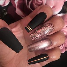Nail art Christmas - the festive spirit on the nails. Over 70 creative ideas and tutorials - My Nails Gold Toe Nails, Gold Acrylic Nails, Rose Gold Nails, Bling Nails, Acrylic Nail Designs, Swag Nails, Glitter Nails, Gel Nails, Black Nails With Glitter