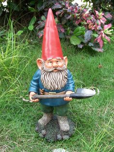 Gnomes combat garden gnomes gnome sweet home for Combat gnomes for sale
