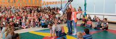 Tijdens de circusdag wordt spelenderwijs een circus op school gemaakt. Meerdere workshops met circusvoorstelling aan het eind van de dag. Basketball Court, Sports, Hs Sports, Sport