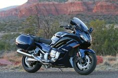 The 2016 Yamaha FJR1300 is a do-it-all sport bike with touring capability.: The 2016 Yamaha FJR1300ES and FJR1300A: What's New?