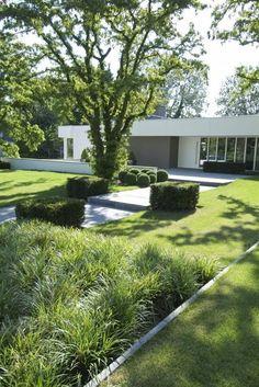 Schuit Pinned to Garden Design by Darin Bradbury. Modern Landscape Design, Modern Garden Design, Contemporary Garden, House Landscape, Garden Landscape Design, Landscaping Around Deck, Modern Landscaping, Yard Landscaping, Formal Gardens