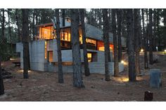 A Concrete House With Many Levels by BAK Arquitectos This concrete home, located in the woods of Argentina, was built on a lot that forced a multi-level design reminiscent of a video game. Concrete Facade, Concrete Houses, Concrete Wood, Concrete Jungle, Brutalist Buildings, Forest House, Design Blog, House In The Woods, Interior And Exterior
