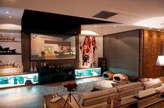 Estantes, racks e painéis - veja lindas opções de móveis de tv para sua sala!