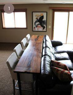 So schnell ist Platz geschafft. Eine Massivholzdiele als Tisch direkt hinter der Couch.