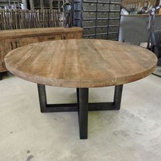 Les Tables iD pied Slab Table, Round Dining Table, Farmhouse Kitchen Tables, Home Decor Kitchen, Round Outdoor Table, Banquette Design, Table Teck, Living Comedor, Live Edge Table