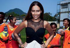 Rafaella Santos, a irmã de Neymar cresceu... e aparece a cada dia mais! Prestes a fazer 19 anos, a santista (1m de seguidores no Insta, uau!) é uma das cabeças do recém-inaugurado instituto do irmão, estreia como blogueira e, em sua 1a big entrevista, revela que sonha trabalhar com moda