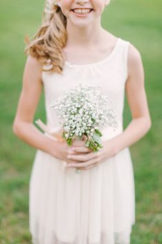 simple baby's breath bouquet for flower girls | Mint Photography #wedding