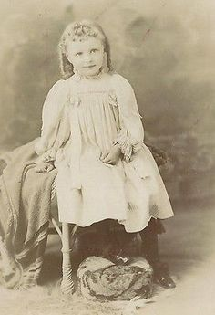 CABINET PHOTO BEAUTIFUL LITTLE VICTORIAN GIRL WHITE DRESS LONG PIG TAILS IN HAIR