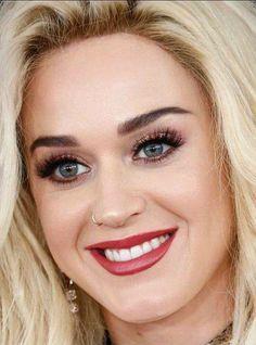 Baby Bluey. Katy Perry - Grammy 2017